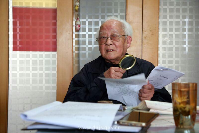 省档案局工作人员赴苏州,为苏州评弹理论家周良录制口述影像.